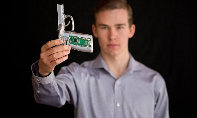 "MIT Student Tackles Gun Violence in America with ""Smart Gun"" Prototype (VIDEO)"